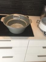 2 Kjelen kan benyttes på alle koketopper om man ønsker å brune ingrediensene før langtidskokingen