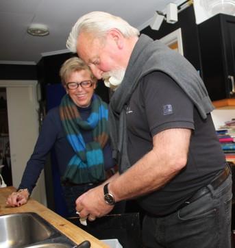 Samboer Gro Wæhle øyner et håp om mer deltakelse fra Ivar i matlagingen