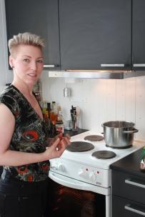 1 Tanja Madsen lager alltid mat fra bunnen av