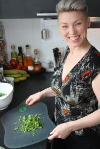 2 Med litt grønnsaker og salat i kjøleskapet kan det alltid bli et måltid