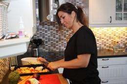 1-Kutt poteter i båter og grønnsaker i biter og legg i langpanna