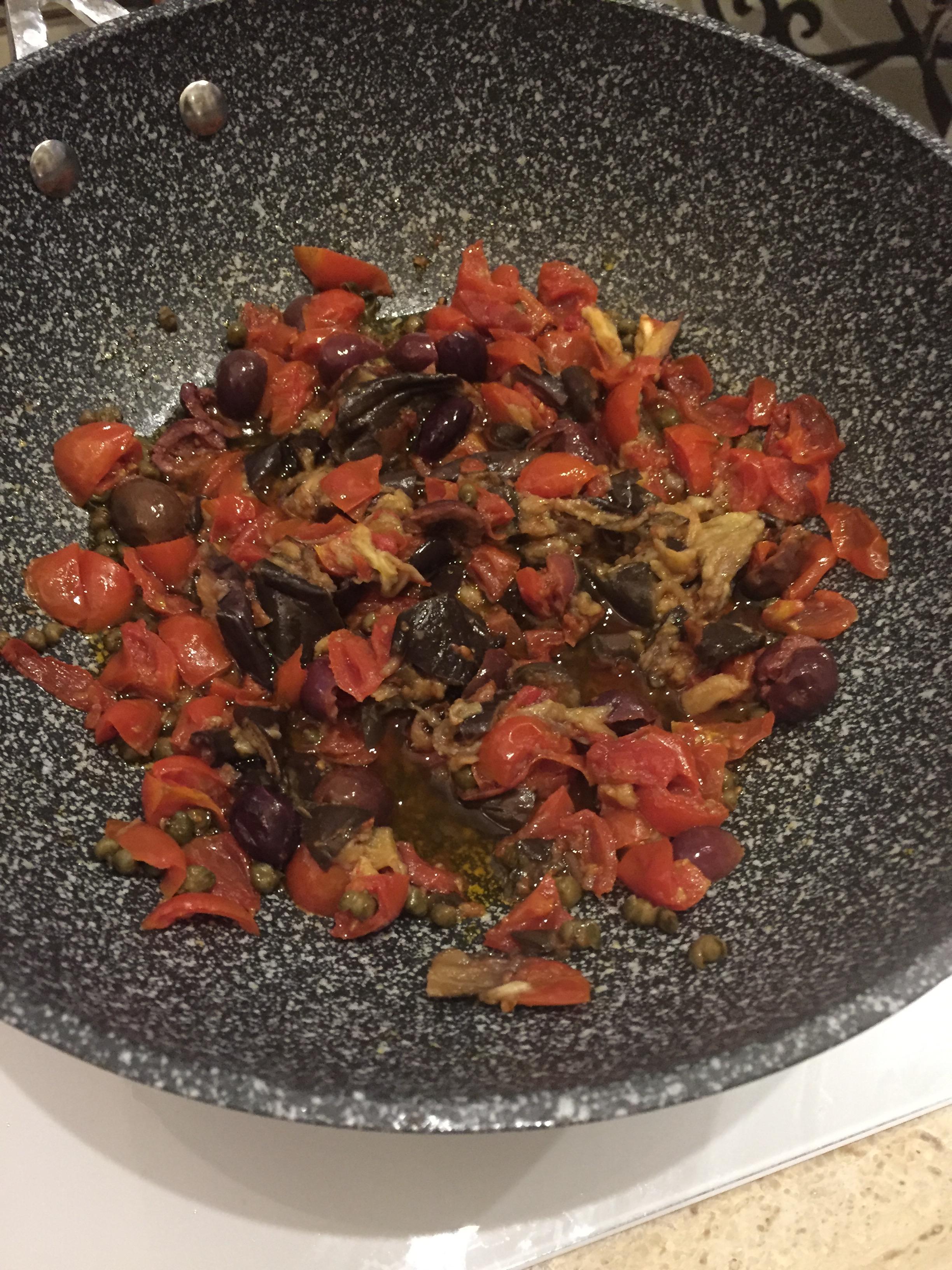 tomater og aubergine er kokt møre