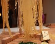 6 Heng den ferdige pastaen til tørk noen minutter. Kokes deretter i maksimum 2 minutter