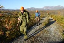 4 Ut på jakt i lav morgensol. Fra venstre Svein Arne Ubostad, Rune Berentsen, Alf Inge Helle Foto Stetten